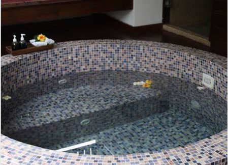 round customised mosaic spa pool