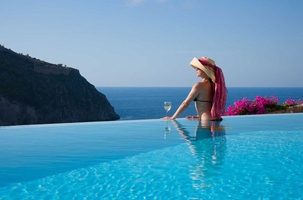 villa_prikonas_infinity_swimming_pool