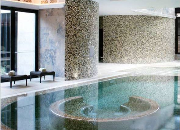 pool round spa